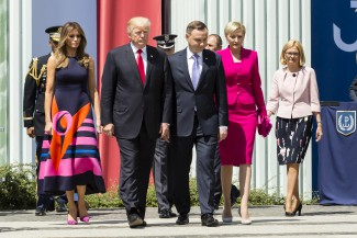 The American and Polish presidential couple in Warsaw - who shows tha way?
