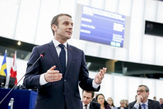 A common european defense policy is also important for French President Emmanuel Macron, who is visiting the European Parliament here