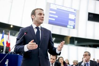 A közös védelempolitika az EP-be látogató francia elnök szerint is fontos
